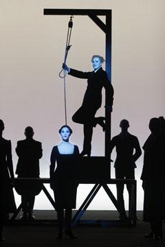 Die Dreigroschenoper (Berliner Ensemble; Robert Wilson, dir.)